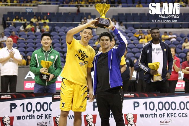 Slam Online PH | http://www.slamonlineph.com/wp-content/uploads/2015/11/UAAP-Season-78-awarding-Kevin-Ferrer-and-Kiefer-Ravena-3.jpg