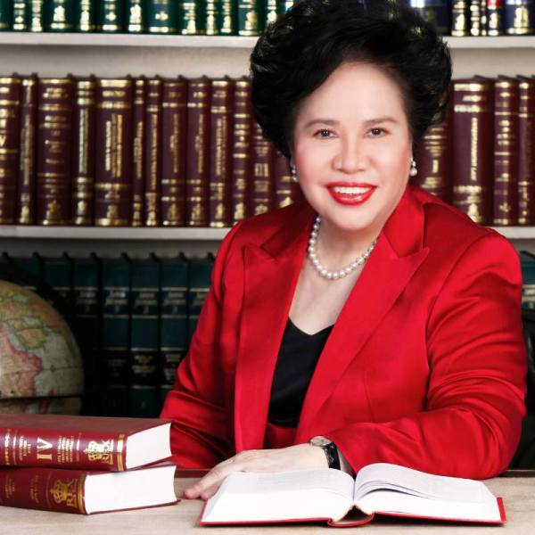 Photo by Menchit Ongpin | via Miriam Defensor-Santiago's Facebook Page [https://www.facebook.com/senmiriam/photos/a.10150301996350352.557484.96427505351/10154192003455352]